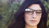 Mujer con gafas Google Glass