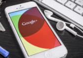 Fotografía de smartphone con logotipo de Google en su pantalla