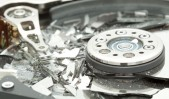 """Check Point® Software Technologies Ltd. (NASDAQ: CHKP), líder mundial en soluciones de seguridad para Internet, ha hecho públicas una serie de informaciones y consideraciones en torno al destructivo gusano """"Wiper"""", utilizado en el reciente """"ciberataque"""" contra Sony Pictures Entertainment, y que supone un nuevo nivel de amenaza para empresas y gobiernos. """"Hace 20 años, Stephen Hawking dijo que los virus informáticos deben ser tratados como una forma de vida, ya que entran en el metabolismo de los equipos 'huéspedes' infectados y se convierten en parásitos"""", explica Mario García, director general de Check Point Iberia. """"Los años posteriores han venido a poner de manifiesto la verdad de estas palabras, con un crecimiento exponencial de las infecciones de malware, que, como otras formas de vida, también han evolucionado"""". El ataque contra Sony, que inutilizó su red durante casi una semana, ha sido descrito como uno de los más destructivos jamás visto contra una empresa. Los gusanos Wiper sobrescriben las unidades de disco de los PCs dejándolos inoperativos. Cada unidad de disco tiene que ser reemplazada o reconstruida, y es casi imposible recuperar los datos utilizando métodos forenses estándar. Además, este nuevo malware no es detectable por los antivirus convencionales. """"Esto es, sin lugar a dudas, particularmente crítico"""", aclara Mario García, """"ya que no es fácil para las empresas protegerse contra las amenazas que no pueden 'ver' las defensas de la empresa"""". ¿Qué pueden hacer las empresas para protegerse contra un malware desconocido y destructivo? Según los expertos de Check Point, el primer paso es implementar una serie de buenas prácticas básicas: 1. Asegurarse que el software antivirus está totalmente actualizado con las últimas """"firmas"""". 2. Confirmar que los """"parches"""" para el sistema operativo y el resto del software están al día. 3. Instalar un firewall bidireccional en el PC de cada usuario. Incluso si el malware es capaz de evitar la detección del antivirus,"""