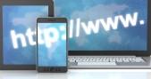 http y www en laptop, tableta y smartphone, en 3d, fondo blanco