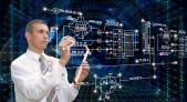 Ingeniero en informática desarrollando arquitectura de software para SDN