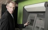 usuario sospechoso en cajero automatico atm