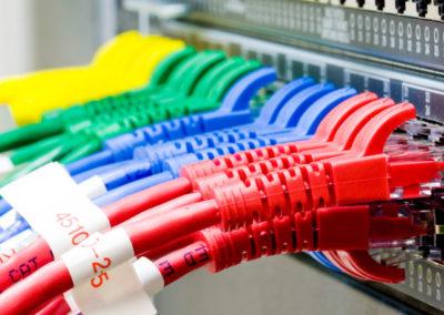 Switch de red y cables ethernet de par trenzado (UTP)