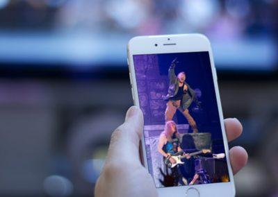 Video movil Iron Maiden en pantalla