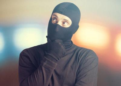 Hacker con pasamontañas
