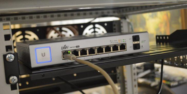 Ethernet Internet por Thomas Jensen via Unsplash