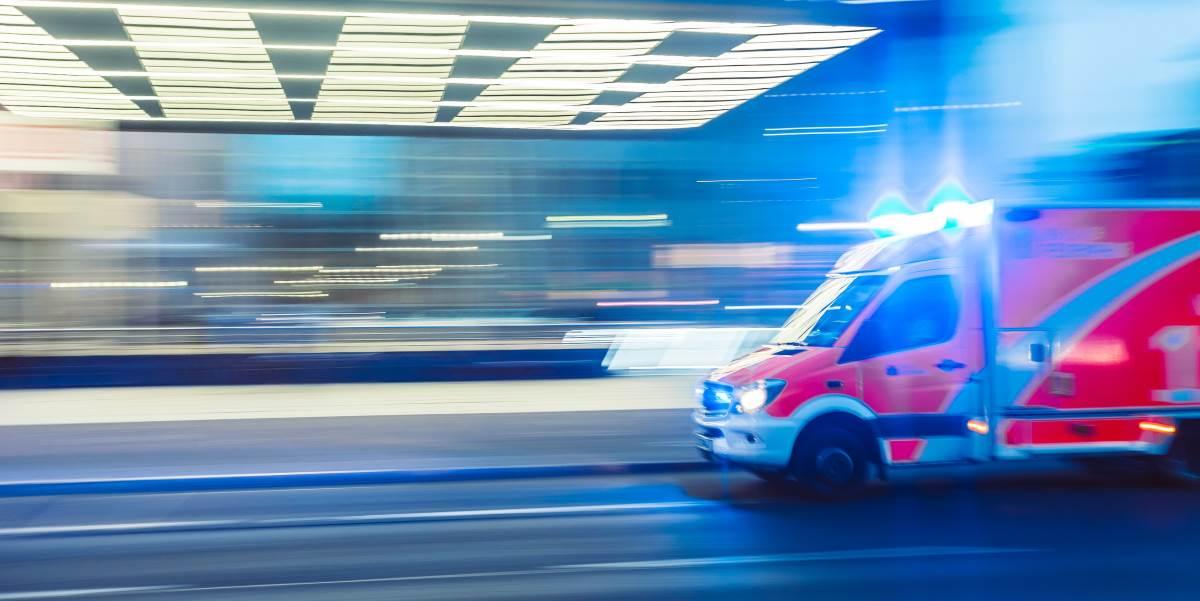 ambulancia camilo jimenez unsplash