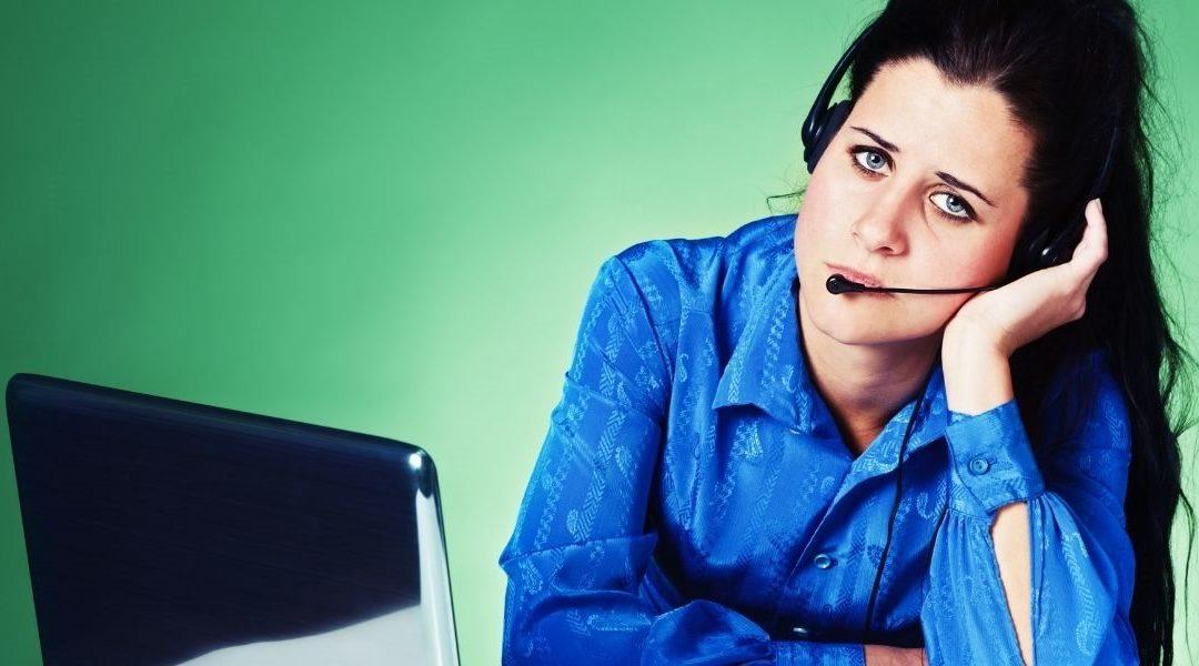 Acusan a una multinacional de call center de vigilancia intrusiva de sus trabajadores remotos